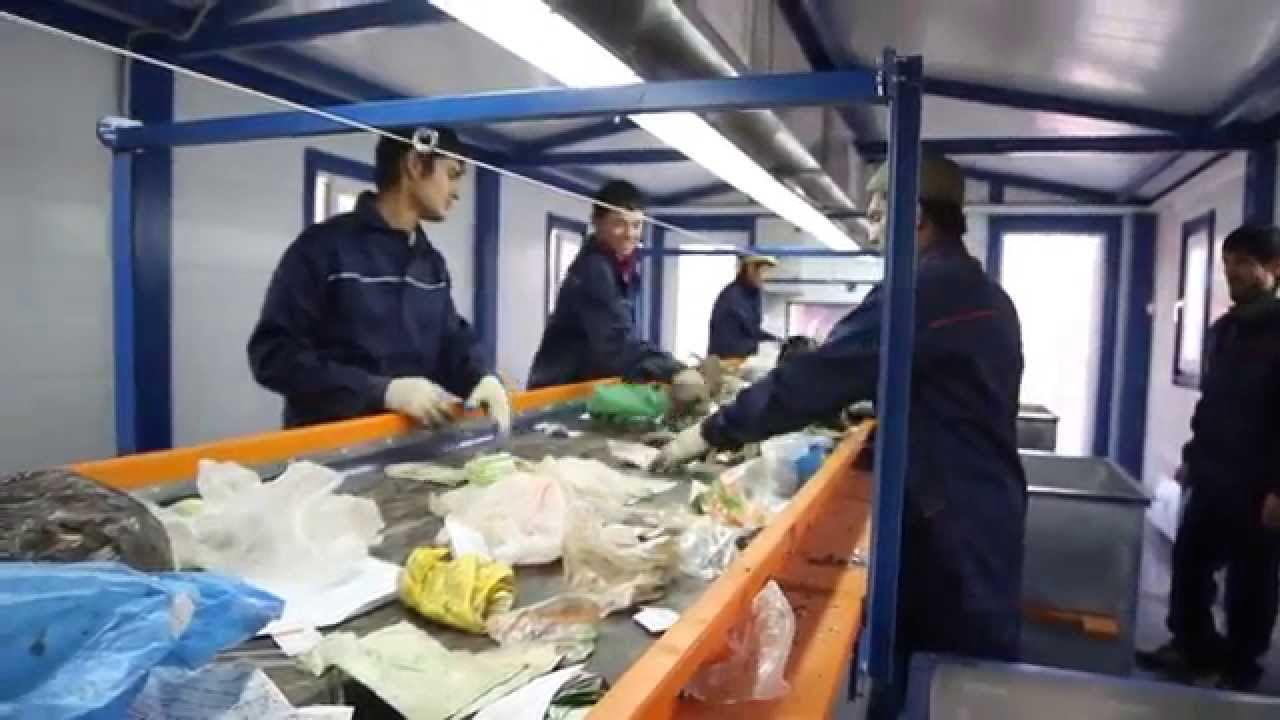 Эксперты выступают за временную приостановку ручной сортировки мусора